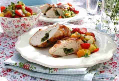 Kyllingfilet med jordbær- og mangosalsa oppskrift.
