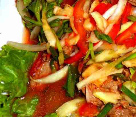 Asiatisk biffsalat med sesamvinaigrette oppskrift.