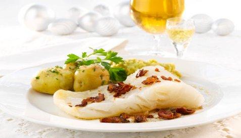 Bilde av Tradisjonell lutefisk med ertestuing.