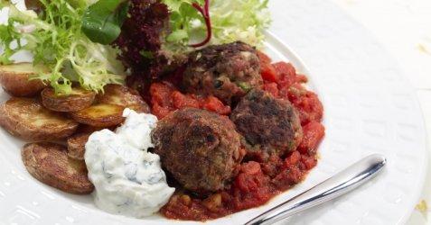 Greske kjøttboller i tomatsaus oppskrift.