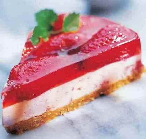 Ostekake med hvit sjokolade og fruktgelé oppskrift.