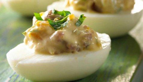 Egg med ansjos oppskrift.