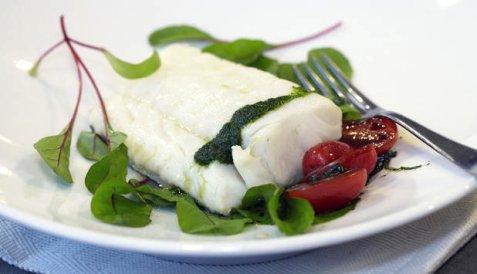 Bilde av Tr�ffelmarinert skrei med tomatsalat og urteolje.