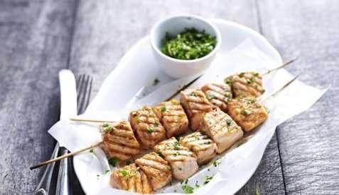 Prøv også Grillet laksespyd med bladpersille, hvitløk og sitron.