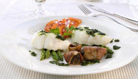 Ovnsbakt torsk med bacondadler og pesto oppskrift.