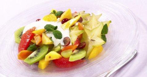 Fruktsalat med vaniljekesam oppskrift.