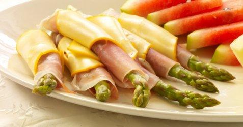 Asparges, spekeskinke og ost oppskrift.