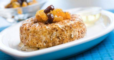 Bilde av Stekt camembert med rosin og aprikos kompott.