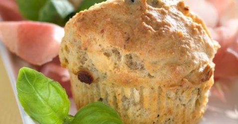 Muffins med oliven og fetaost oppskrift.