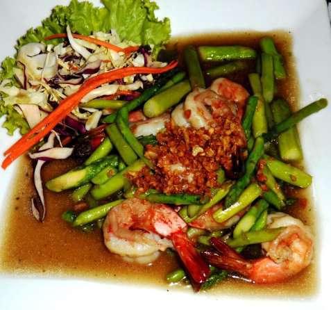 Wokstekte reker med asparges (Goong Pad Nor Mai Farang) oppskrift.