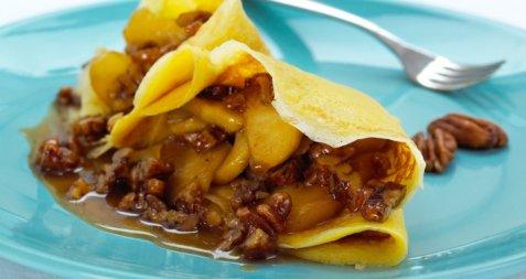 Pannekaker med epler i lønnesirup og pekannøtter oppskrift.