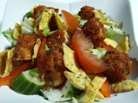 Fiskesalat med omelett oppskrift.