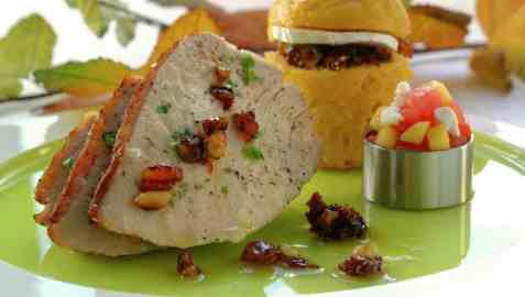 Thanksgivingkalkun med nøtter og cornbread oppskrift.