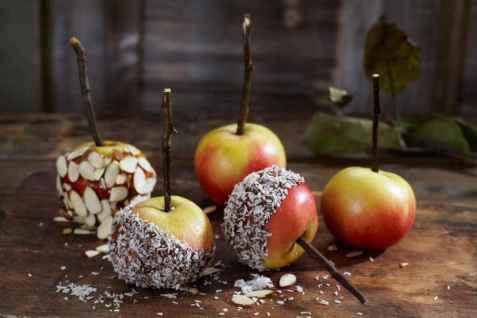 Glaserte epler med kokos og mandelflak oppskrift.