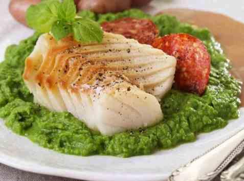 Lutefisk med myntekrydret ertepuré og soyasmørsaus oppskrift.