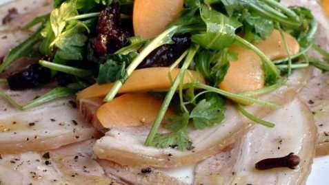 Bilde av Sylte med salat.