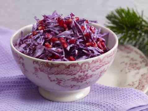 Kremet rødkålsalat med granateple oppskrift.