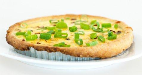 Pai med vårløk og ost oppskrift.
