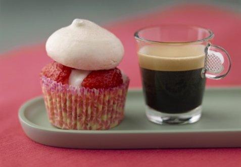 Pavlova cupcake style and deca oppskrift.