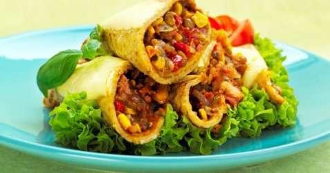 Bilde av Fylte pannekaker med linser og bacon.