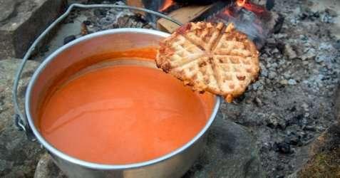 Tomatsuppe på tur oppskrift.
