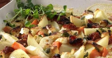 Bakte rotgrønnsaker med fetaost og hvitløk oppskrift.