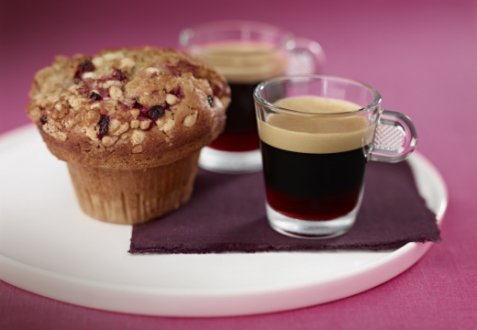 Bilde av Coffee with blackberry liqueur & summer fruit muffins.