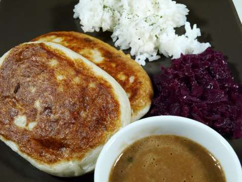 Bilde av Fiskekaker med ris og r�dk�l.