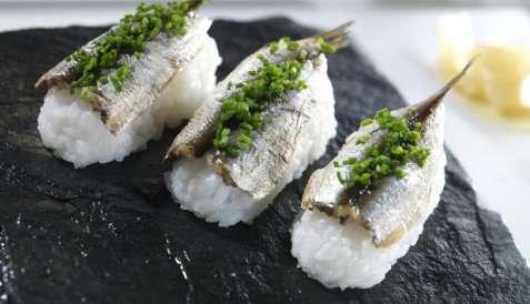 Nigiri sushi med sardiner oppskrift.
