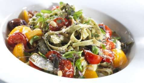 Pasta med sardiner og pesto oppskrift.