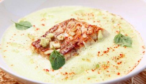 Stekt sei med kald agurksuppe oppskrift.