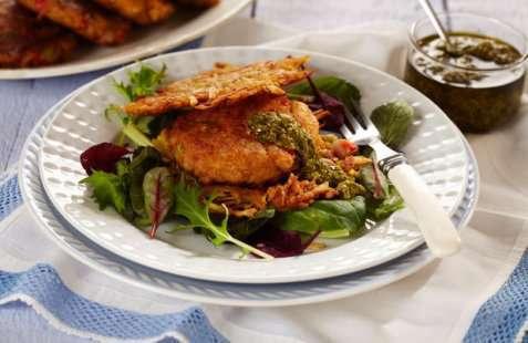 Krabbeburger med røstipoteter og pesto oppskrift.