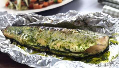 Grillet hel ishavsrøye med tomat- og fennikelsalsa oppskrift.