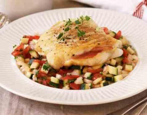 Stekt torsk med grønnsakssalsa oppskrift.
