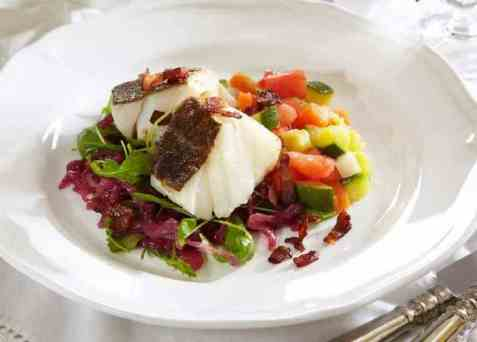 Stekt torsk med syltet rødløk oppskrift.