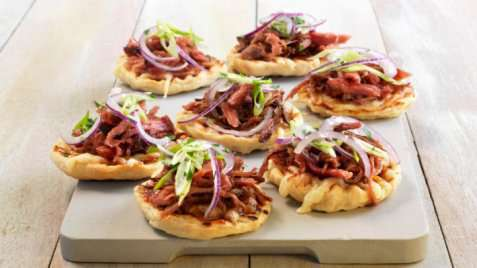 Pulled pork bbq-pizza oppskrift.
