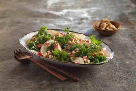 Grønnkålsalat med eple oppskrift.