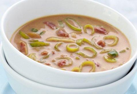 Tomatsuppe med asiatisk vri oppskrift.