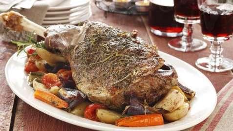 Lammestek med grønnsaker i ovn oppskrift.