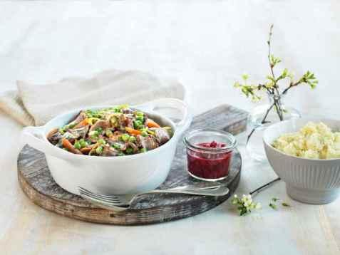 Kremet viltpanne med potet- og pastinakkmos oppskrift.