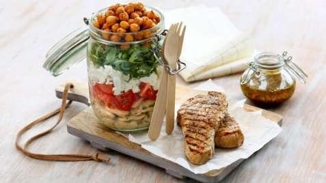 Grillet skinkebiff med kikert- og bønnesalat oppskrift.
