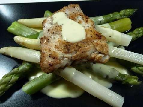 Stekt sei på aspargesseng oppskrift.