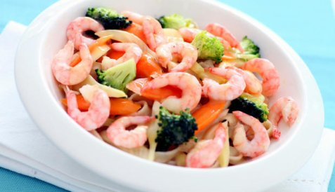 Reker med appelsinsyltede grønnsaker og pasta oppskrift.