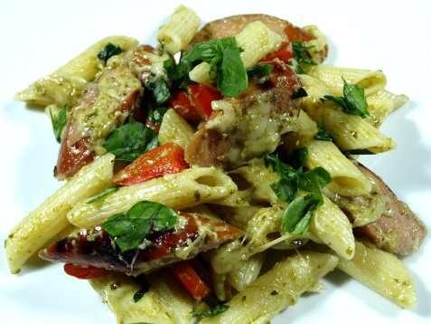 Bilde av Pasta med grillet p�lse og pesto.