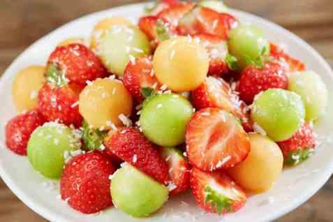 Jordbær og melon sommersalat oppskrift.