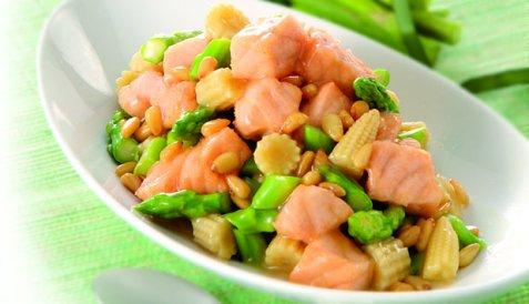 Bilde av Laks med mais og pinjekjerner.