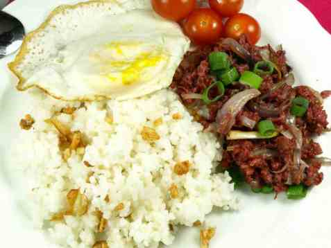 Corned beef lunsj med egg oppskrift.