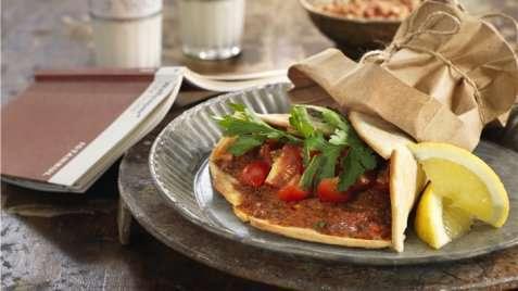 Brettepizza med sitron og persille oppskrift.