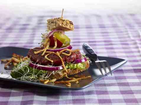 Grønnsak-karbonader med sprøstekte selleristaver oppskrift.