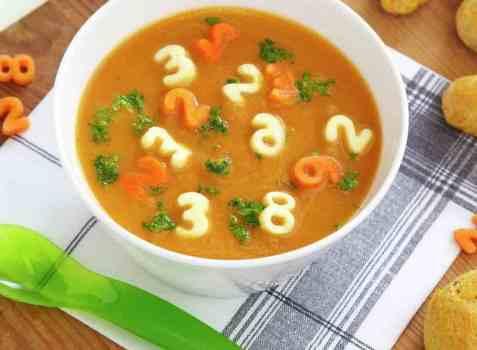 Gulrotsuppe med tall og bokstaver oppskrift.